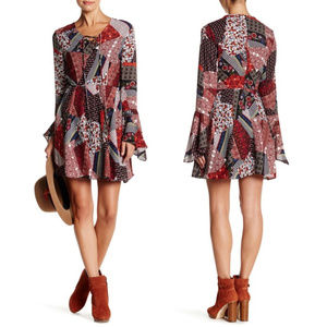 Romeo + Juliet Couture Bell Sleeve Mini Dress
